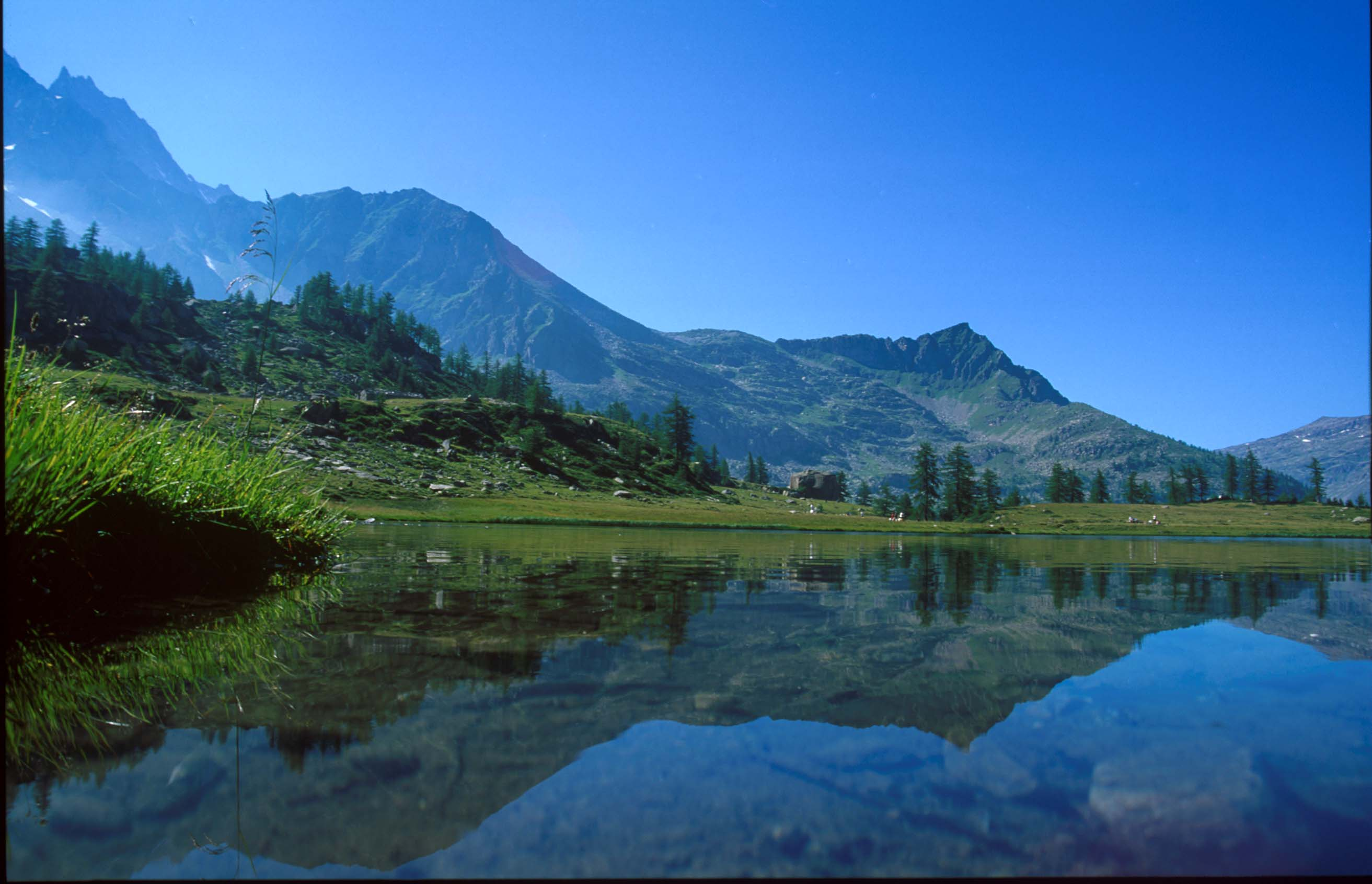 images/Gran_Paradiso/lago-di-dress-valle-orco.jpg